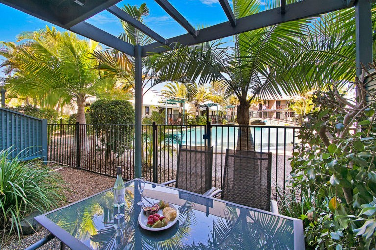 1200-3bed-poolside-noosa-accommodation10