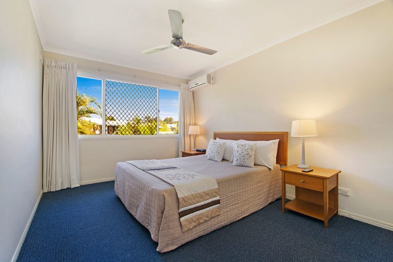 1200-3bed-poolside-noosa-accommodation13