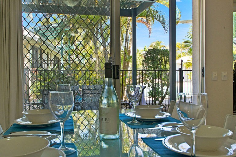 1200-3bed-poolside-noosa-accommodation17