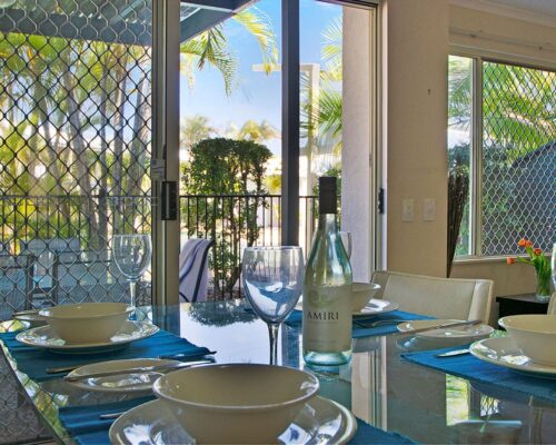 1200-3bed-poolside-noosa-accommodation18