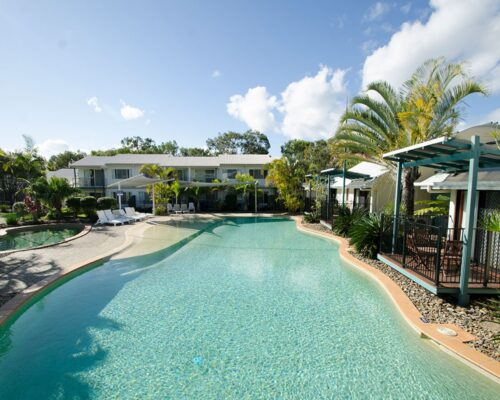 1200-3bed-poolside-noosa-accommodation2