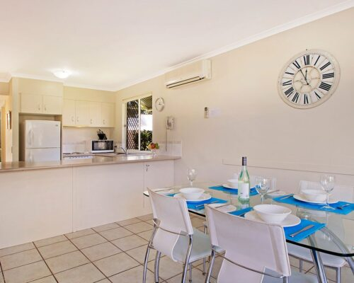 1200-3bed-poolside-noosa-accommodation20