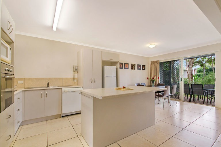 1200-3bed-poolside-noosa-accommodation3