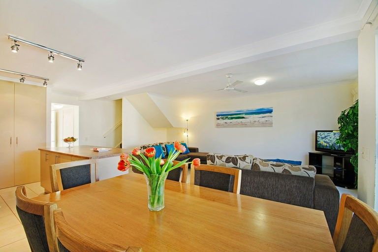1200-3bed-poolside-noosa-accommodation8