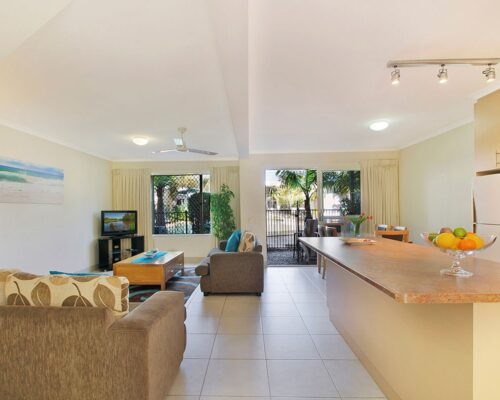 1200-3bed-poolside-noosa-accommodation9