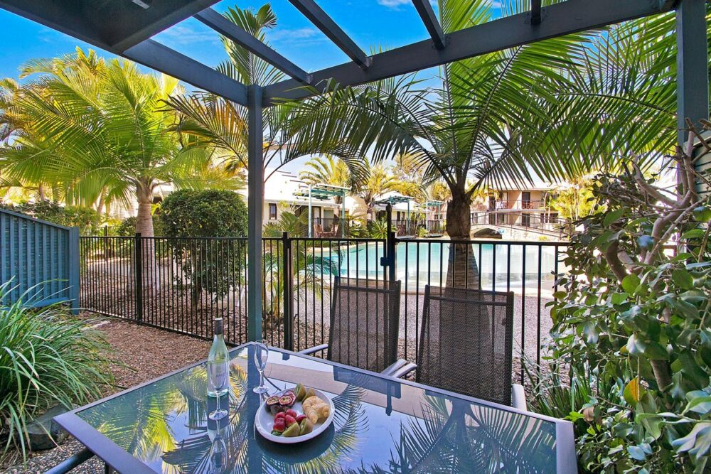 1200-3bed-poolside1