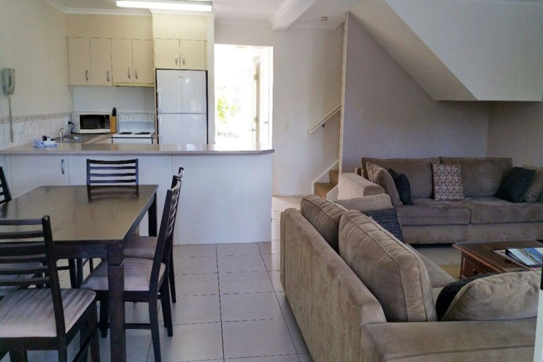 noosa_three_bedroom_townhouse_for_sale_02